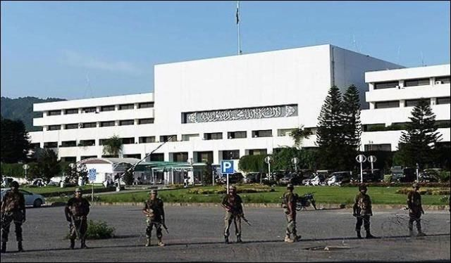 Rangers withdraw security of Parliament House - https://www.pakistantalkshow.com/rangers-withdraw-security-of-parliament-house/ - https://i0.wp.com/www.thenews.com.pk/assets/uploads/updates/2017-10-04/l_234508_113413_updates.jpg?w=640&ssl=1
