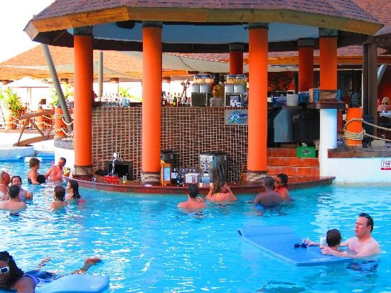Secrets Wild Orchid Montego Bay: The swim up bar
