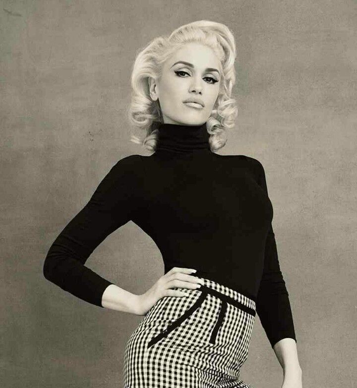Gwen Stefani - She is the reason I thought turtle necks look gorgeous <3