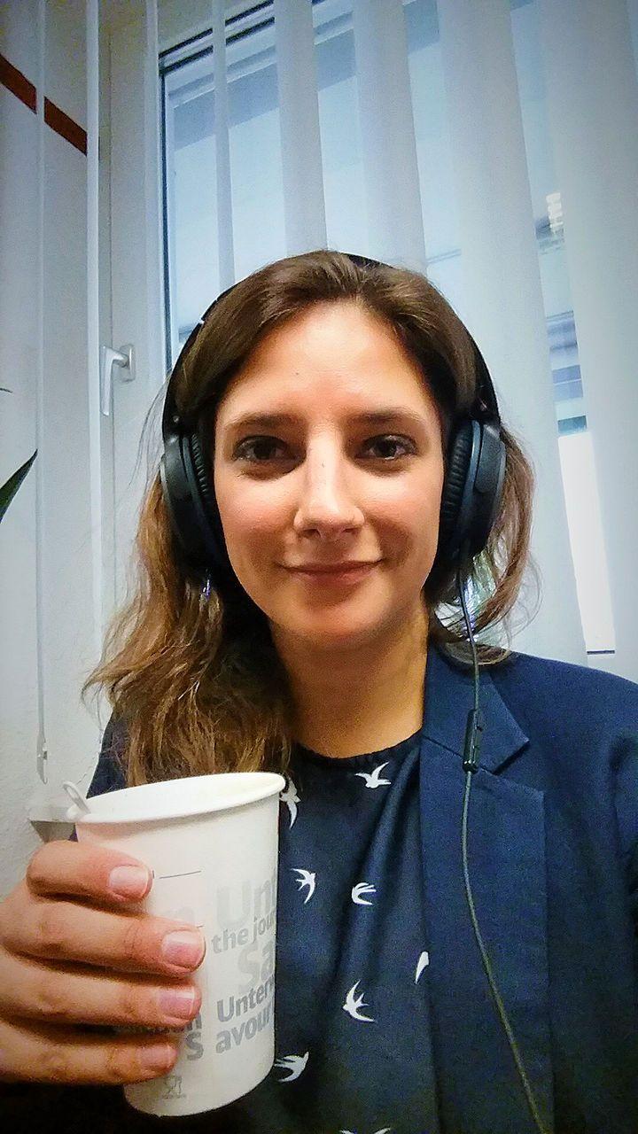 Sie kündigte ihre Wohnung und kaufte sich eine BahnCard. Ein Jahr lang lebt Studentin Leonie Müller aus Tübingen im Zug, ihre Erlebnisse hält sie in einem Blog fest. Für SI online führte die 23-jährige Digitalnomadin einen Tag lang Fototagebuch.
