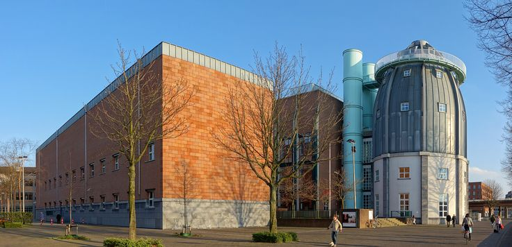 Maastricht_Bonnefantenmuseum_ Maaszijde (Aldo Rossi)