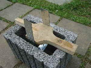 Guter Trick für Fundamente: Pflanzsteine und Pfostenträger