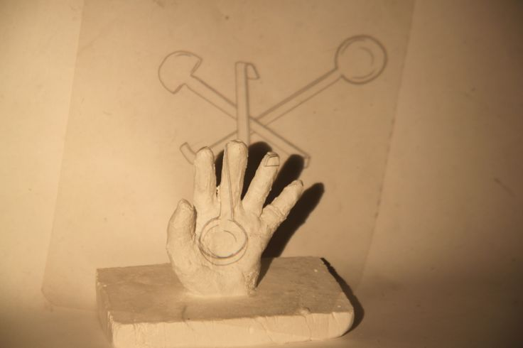 3D hand with projection of object