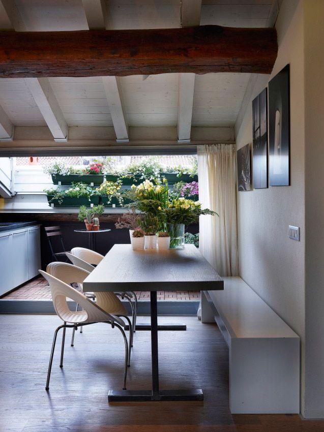 Tavolo con basamento in ferro e piano in massello con