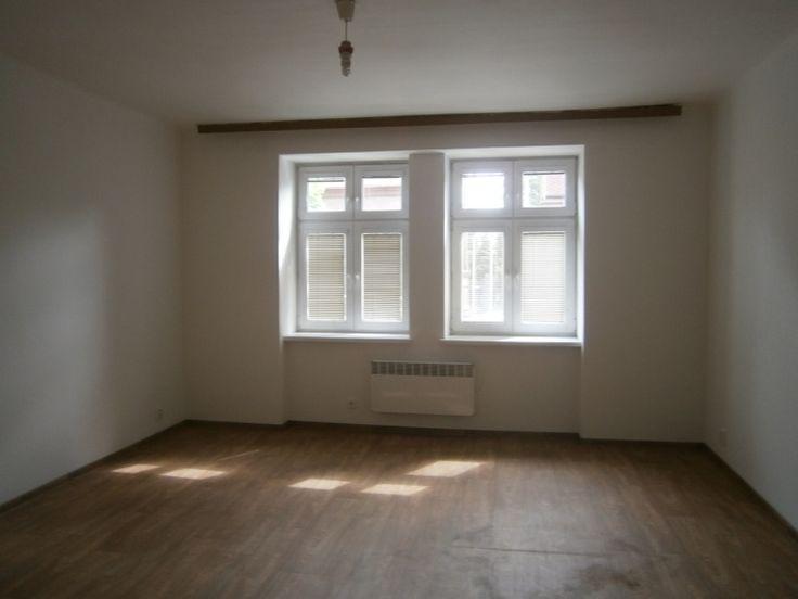 Byt 1+1 42 m² k prodeji Studentská, Český Těšín; 750000 Kč, parkovací místo, výtah, bezbariérový, cihlová stavba, osobní vlastnictví, po rekonstrukci.