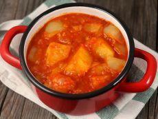 Тушеные овощи Лучший рецепт приготовления ароматного блюда из сладкого перца, картофеля, помидор и репчатого лука.