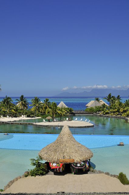 The Tiare swimming pool at InterContinental Tahiti Resort & Spa | por InterContinental Hotels & Resorts French Polynesia