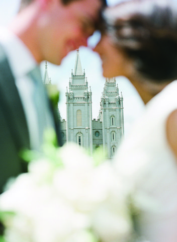 Enchanted Evening | Utah Bride & Groom  What a beautiful shot in front of the Salt Lake Temple.   Photography by Green Apple Photography