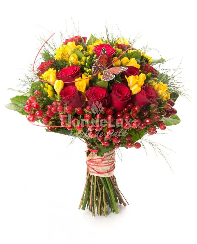 Buchet trandafiri rosii si frezii galbene