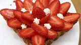 Tartelettes aux fraises, pâte croustillante à l'avoine & crème pâtissière au romarin