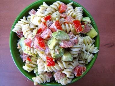 bacon, tomato, & avocado pasta salad