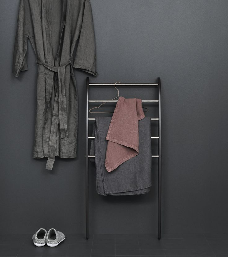 Use the Dansani Mobile towel rack in the bathroom or put it into the bedroom as an extra clothes rack. Maximum storage in a minimum of space.