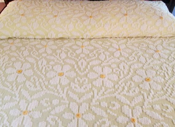 vintage chenille bedspread white daisies with centers on yellow - Chenille Bedspreads