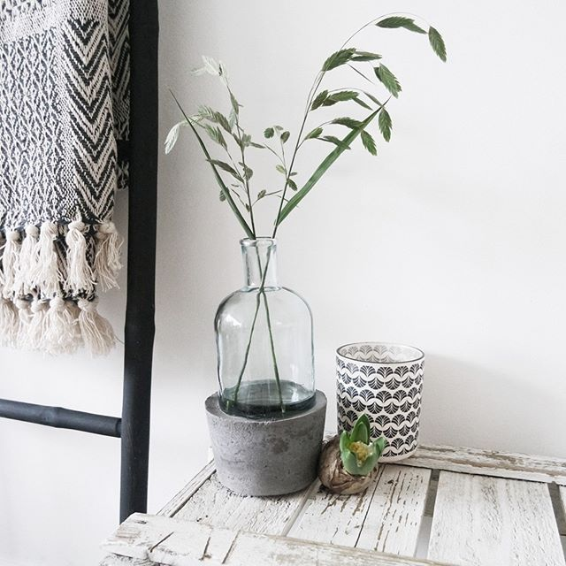 Do It Yourself! Deze betonnen vaas past perfect in een stoer interieur. Check de…