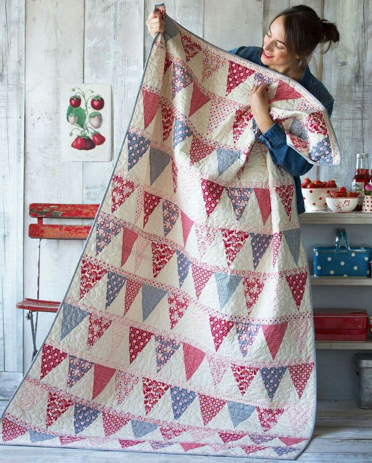 Tilda have released another free quilt pattern. This item it is for the new fabric collection, Candy Bloom. Isn't this bunting style patchwork adorable!! You can get the free pattern at - http://www.tildasworld.com/the-candy-bloom-quilt-free-pattern/