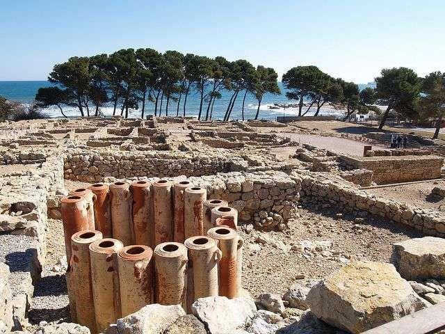 Ampurias (Empúries): ruinas griegas y romanas a pie de playa. Gerona. Caaluña. (España)