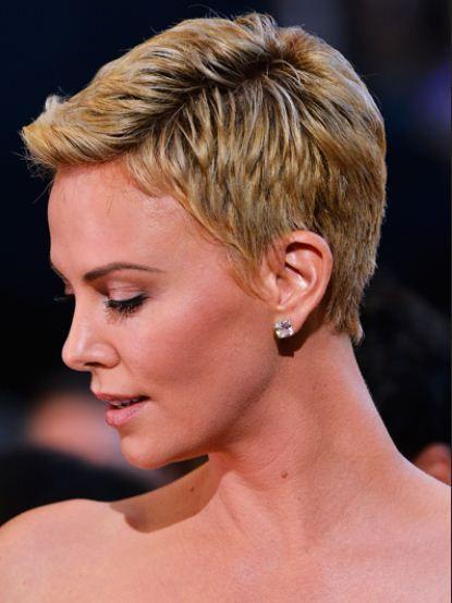 Taglio capelli cortissimi Charlize Theron Oscar 2013