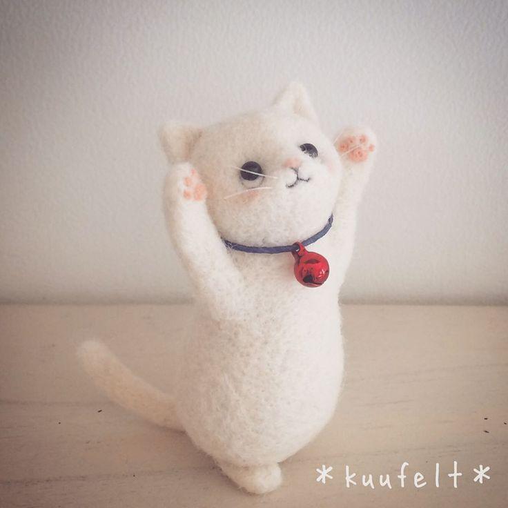*  両手招き猫  *  ワークショップの見本を考えています  *  いつもご参加くださる方限定で招き猫のワークショップを開催します  *  私流の作り方にだいぶん慣れてきてくださったのでちょっと頑張ってみようかと  *  違うタイプの招き猫見本もこれから作ってみますのでお楽しみに  *  #羊毛フェルト#羊毛#羊毛毡#양모펠트#needlefelting#needlefelted#インテリア#interior#インテリア雑貨#羊毛雑貨#雑貨#ハンドメイド雑貨#ハンドメイド#handmade#手仕事#ものづくり#素敵な暮らし#シンプルデザイン#招き猫#羊毛招き猫#両手招き猫#猫#cat#ワークショップ#羊毛猫#置物#大人可愛い