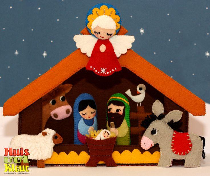 Dit is een digitaal patroon met uitgebreide beschrijving en werktekeningen. Voorlopig alleen in het Nederlands verkrijgbaar. Een prachtige vilt kerststal met alle kerstgroepfiguurtjes als vingerpopjes. Je kunt met deze mooie stal het Kerstverhaal helemaal naspelen. Jozef en Maria