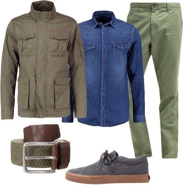 Un look primaverile con capi comodi e tessuti freschi e confortevoli. Osserviamo: giacca in cotone, con collo alla coreana e tasconi, camicia in denim, in cotone, con colletto Kent, pantaloni verdi, in cotone. Abbiniamo la cintura in tessuto e pelle e le sneakers basse in pelle e tessuto.