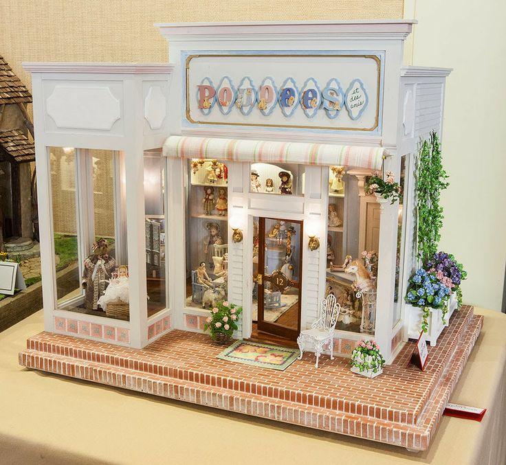 Good Sam Showcase of Miniatures: Doll shop