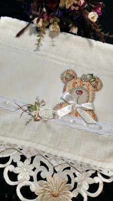 LOY HANDCRAFTS, TOWELS EMBROYDERED WITH SATIN RIBBON ROSES: TOALHA PARA BEBÊ COM FLORES DE CETIM