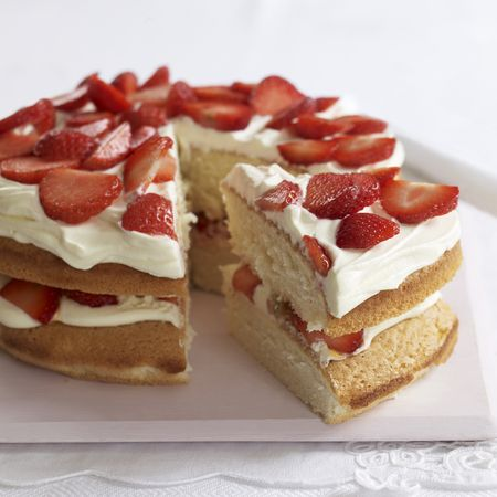 Classic, light and very good looking. Mary Berry's sponge with strawberries is a covetable cream cake cake and an easy recipe to master. www.handbag.com