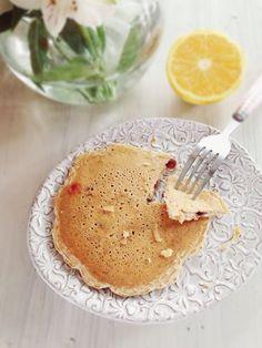 Que tal unos hot cakes así como con saborcito a naranja? Pues aquí les voy INGREDIENTES: 1 huev0 que este a temperatura ambiente 1 tz de leche de arroz ( o almendra o avena o coco) 1 C. de aceite de coco derretido 1/4 c. de extracto de vainilla Ralladura de una naranja completa + …