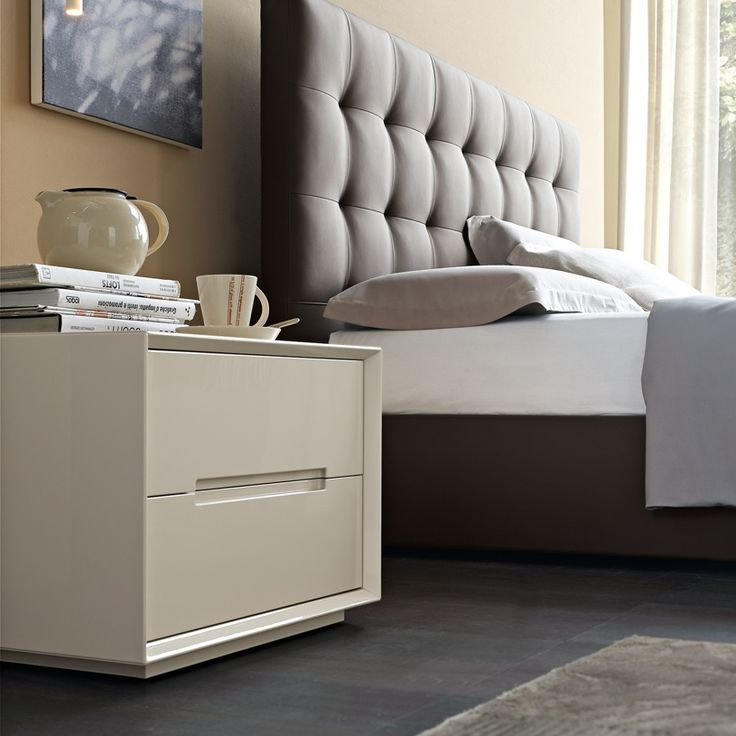 Creamy nightstand design concept for the modern bedroom   www.bocadolobo.com #bocadolobo #luxuryfurniture #exclusivedesign #interiodesign #designideas #bedroomdesign #bedroomideas #nightstandsideas #bedsidetables #creamnightstand