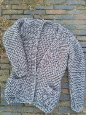 Vest in ribbelsteek, patroon van een heerlijke wegkruipvest gebreid met dik garen en breinaalden nummer 8. Lekker makkelijk en snel klaar.
