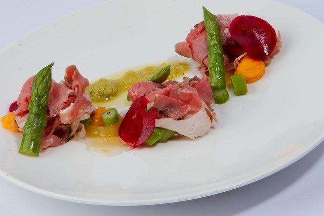Een 5-gangen diner van de chef bij De Pepermolen in Leidschendam, nu met 50% korting. Voor een onvergetelijke avond dineren!