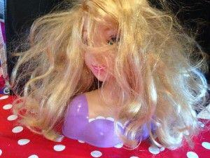 Comment démêler les cheveux de poupée ? - Avec Nos Mains