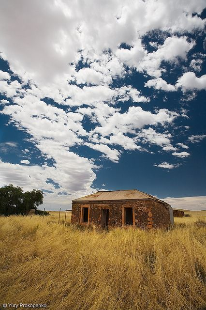Abandoned farmhouse somewhere along the road between Hawker and Burra, South Australia