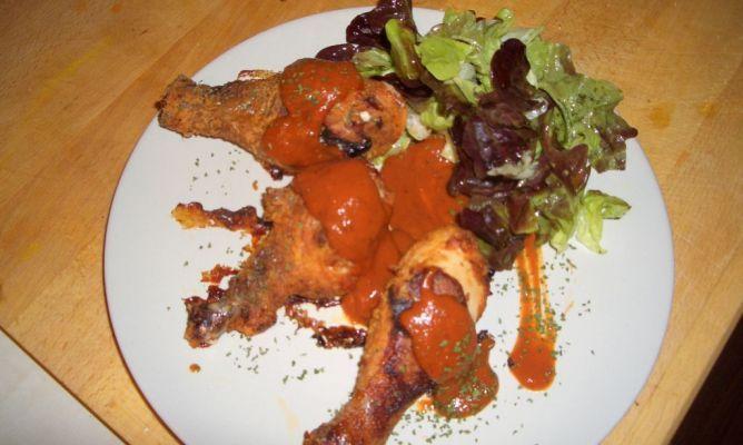 Muslos de pollo al estilo sureño con salsa cajùn.