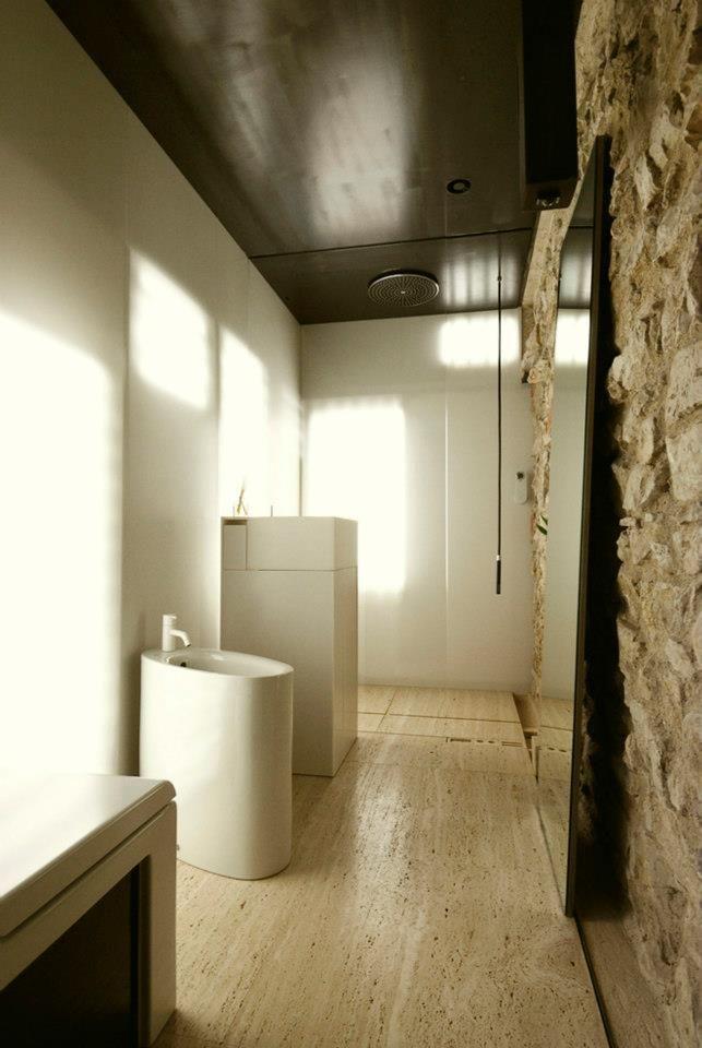 Apartment Renovation by Estudoquarto Studio di Srchitettura