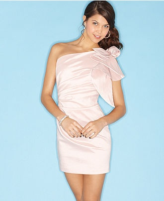 bridesmaid? Minus the shoulder piece Brittany Kiel YES so pretty