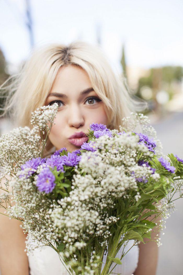 Nos encanta este ramo de paniculata mezclado con florecitas lilas #inlove #ramo #boda