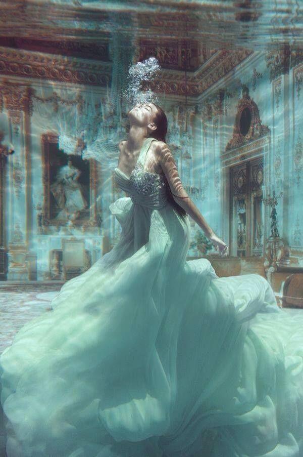 """""""Muita gente falando de amor e pouca gente sabendo amar."""": Inspiration, Dreams, Art, Gowns, Dresses, Beautiful, Underwater Photography, Fashion Photography, Princesses"""