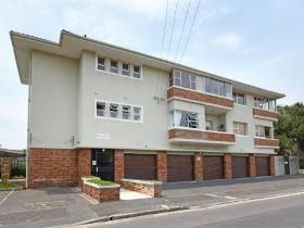 2 Bedroom Apartment / flat for sale in Kenilworth - Cape Town