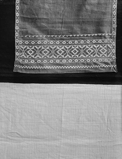 SE Värend Foto av sängomhänge och långschal, med invävt stjärnmönster.