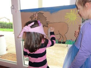 Spielideen zum Download für den Pferdegeburtstag http://www.muggelchens-kuschelwear.blogspot.ch/2012/11/pferdegeburtstag.html Viele Spiele Ideen und Deko findet ihr auf meinem Blog!