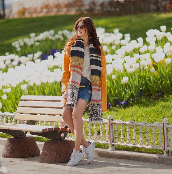 Viktoriya Sener - Yoyomelody Yellow Coat, Yoyomelody Scarf, Puppa Fashion Skirt, Adidas Sniackers - TULIPS FEST