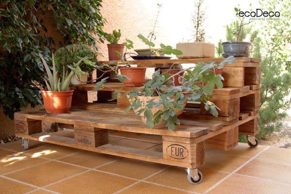 Reciclar y reutilizar palets para decorar el jardin for Ideas para reciclar palets