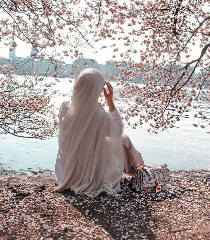Uploaded By Lebanesebeautyandfashion Find Images And Videos About Fashion Flowers And Inspiration On We Heart It The In 2021 Muslim Girls Beautiful Hijab Pictures