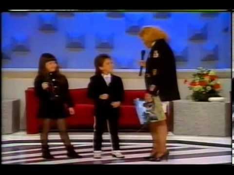 Primeira aparição da dupla Sandy e Junior no programa da Hebe   1991
