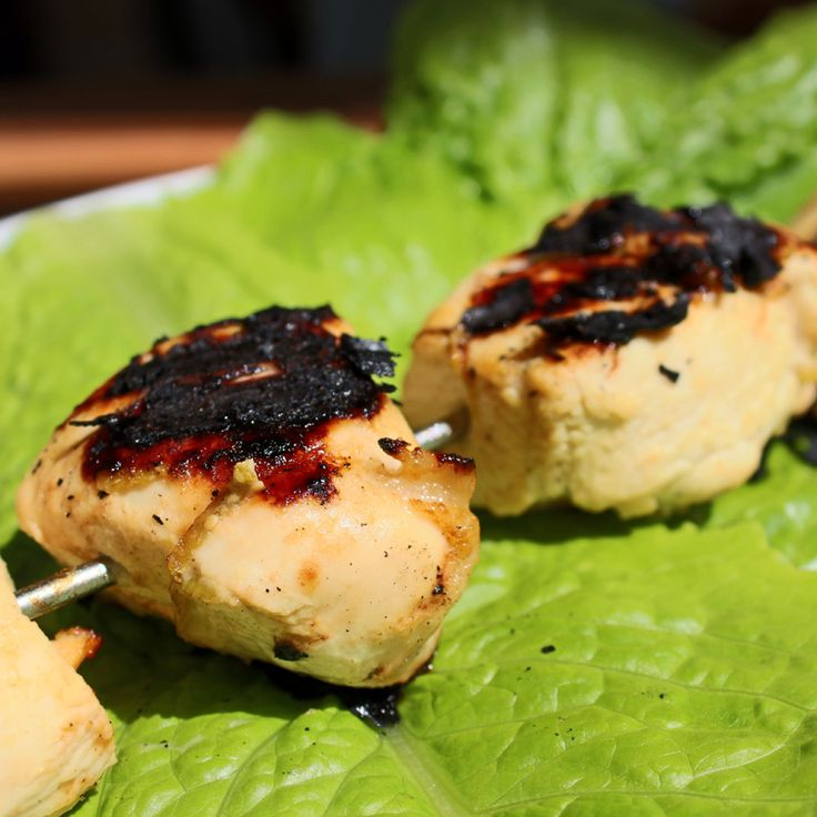 200 calories The chicken in this dish is very tender and delicious. Serve with a green salad, adding on the appropriate calories, if you are on a fast day. If using wooden skewers, make sure they a...