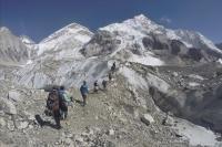 Leurs photos au sommet de l'Everest trafiquées, ils sont interdits de montagne pendant 10 ans. - soirmag.be