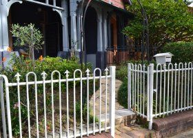 Manly Oceanside - Private Garden - Manly Beach Apartments