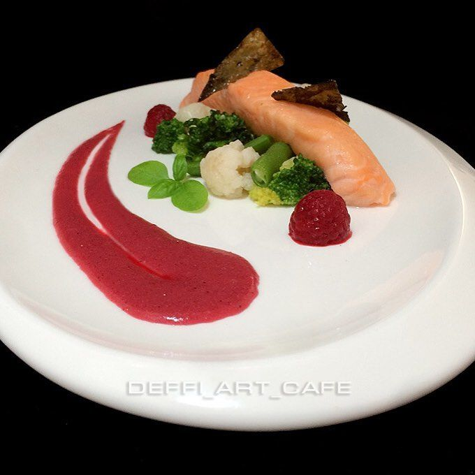 СЕМГА СУ ВИД В МЕДУ С КЛЮКВЕННО-ИМБИРНЫМ СОУСОМ  SALMON SOUS-VIDE IN HONEY WITH CRANBERRY-GINGER SAUCE  #deffiartcafe #delicious #diet #tasty #truecooks #theartofplating #yum #yummy #yummyfood #instafood #igfood #onmyplate #onthetable #EEEEEATS #salmon #cranberry #sous-vide #vscofood #vitamin #mmmmm #molecular #modernistcuisine #пп #зож #сувид #лосось #клюква #диета #худеемвместе #вкусноиполезно by olgadeffi