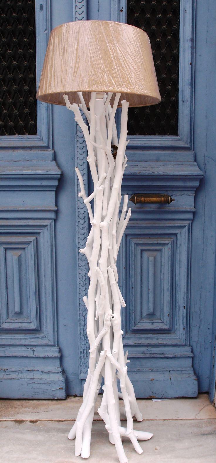 Επιδαπέδιο φωτιστικό απο θαλασσοξυλα σε λευκό χρώμα με καπέλο λινάτσα..διαστάσεις 162cm..για παραγγελίες και σε όποια διάσταση θέλετε. τηλ.6976773699 ...floor lamps by driftwood